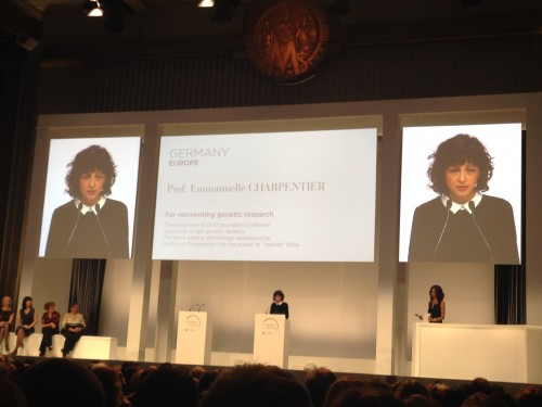 "Le Professeur Emmanuelle Charpentier a précisé lors de son discours de remerciements à quel point la curiosité est importante dans la recherche scientifique : ""My researchs have always been driven by curiosity and I thank the men and women who encouraged me to believe in my ideas."""