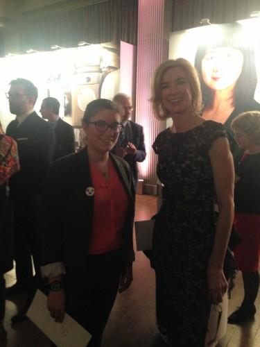 Le Professeur Jennifer Doudna remerciant le jury pour le Prix For Women in Science